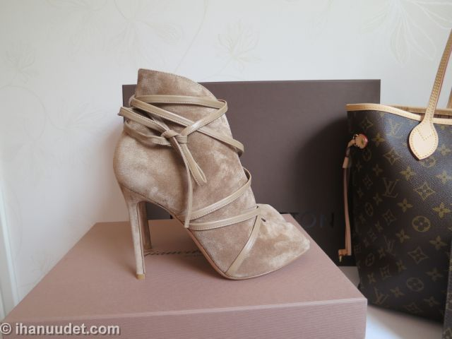 Gianvito Rossi Suede booties + Neverfull MM003.JPG