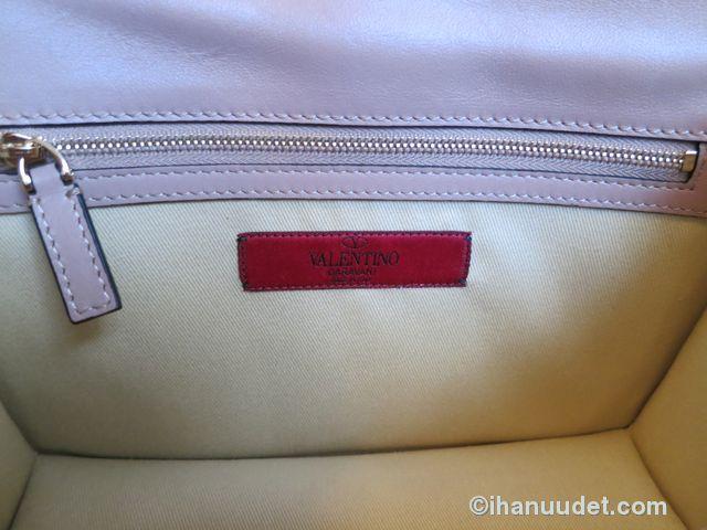 Valentino Glamlock Medium Poudre11.JPG